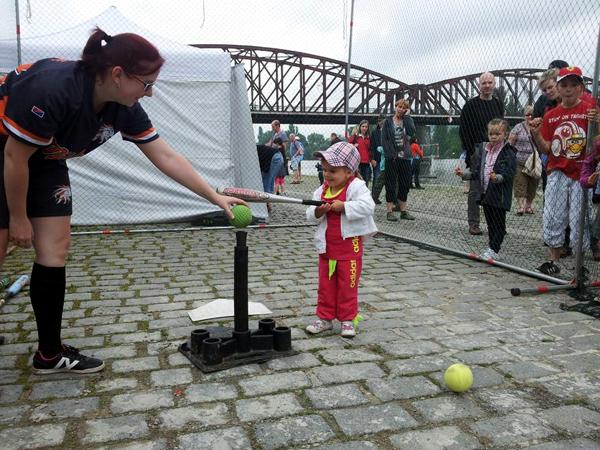 Naším záměrem bylo kromě zviditelnění softballu oslovit budoucí možné hráče  a tedy pozbírat co nejvíce kontaktů na rodiče nadšených dětí. 453459ac91